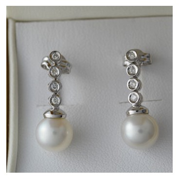 Pendientes de perlas y brillantes